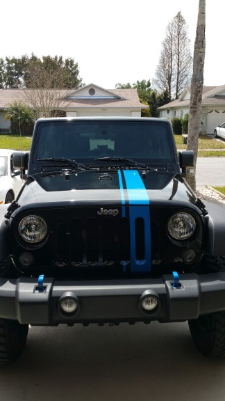 Blue graphic on jeep with matching hooks