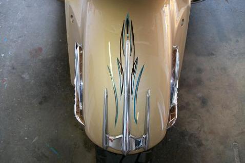 Accent stripes on front fender