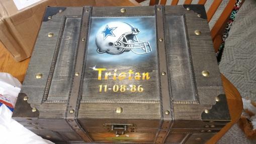 Storage chest with Dallas Logo helmet