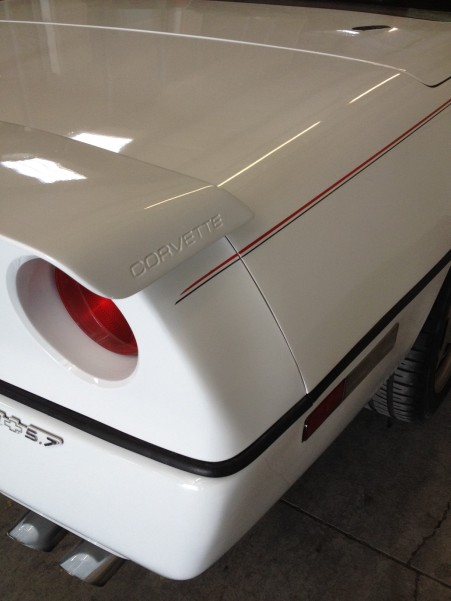 Double 2 tone lines on Vette