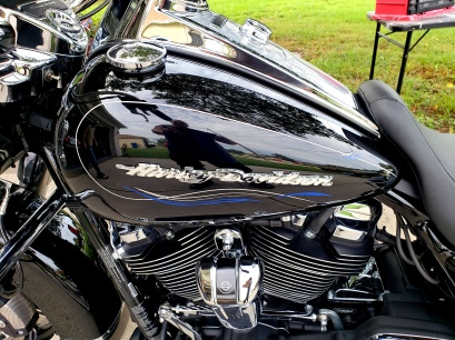 2 tone stripes on Harley