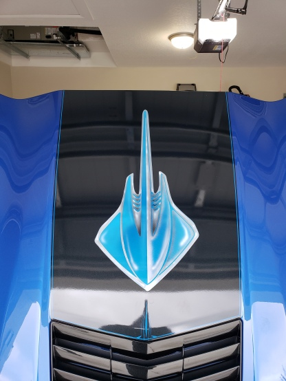 Airbrushed Sting Ray logo on Vette
