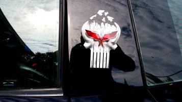 Punisher skull on Vette