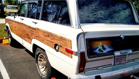 airbrushed wood grain sides and rear panels